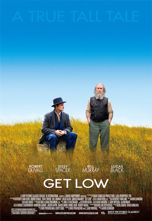 a Get Low posztere, a két főszereplő gazban