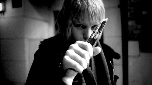 Jövünk a késsel, féljetek!