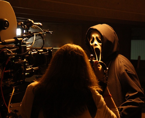 Sikoly 4 forgatásáról egy kép amin a gyilkos virít