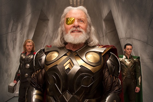 Thor a családdal lóg