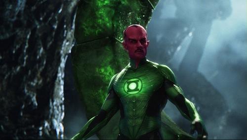 Mark Strong aki Sinestro-nak van öltözve