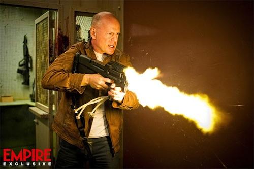 Bruce Willis lő egyet a Looper című scifiben