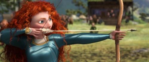 kép a Brave-ből, a hercegnő nyilaz