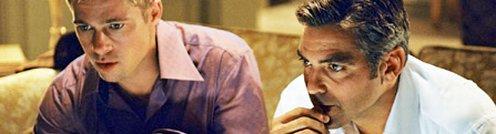Brad Pitt és George Clooney az Ocean's 11-ben épp tévét néz