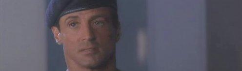 Spartan szerepében Stallone látható a képen, katonai sapkában