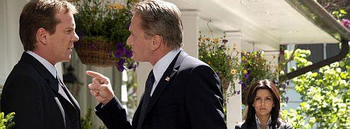 A három főszereplő, sorban Kiefer Sutherland, Michael Douglas, Eva Longoria, a Testőr című filmben