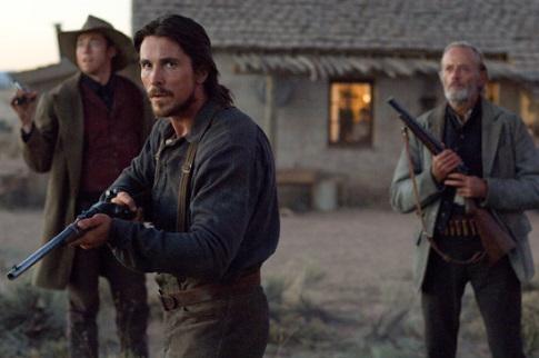 3:10 to Yuma - Christian Bale és Peter Fonda puskákkal