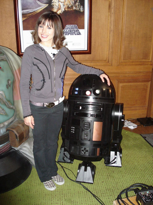 Kristen Bell in Fanboys with a black R2D2