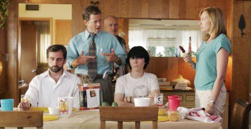 A Little Miss Sunshine főszereplői beszélgetnek a konyha-asztalnál