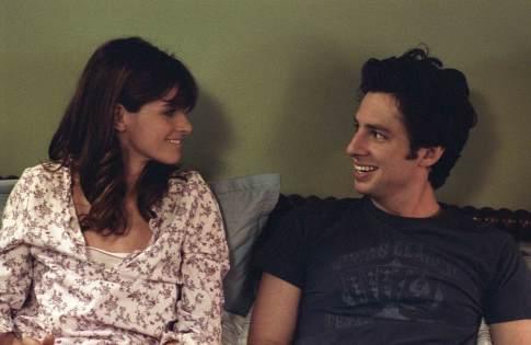 Amanda Peet és Zach Braff az ágyban a The Ex filmben