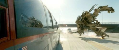 Transformers - Robot fut a kocsi után