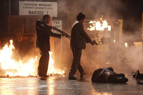 War - Jason Statham shotgunnal keménykedik