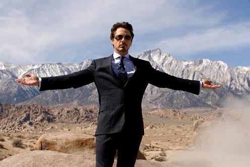 Tony Stark széttárja a karjait