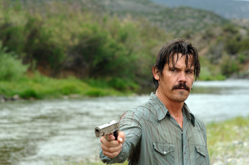No Country For Old Men - Josh Brolin pisztollyal