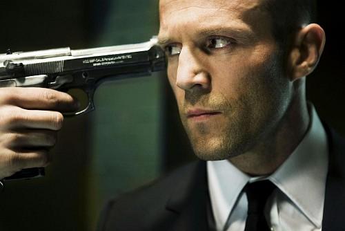 Szállító 3 - a fegyvert Frank fejéhez esete