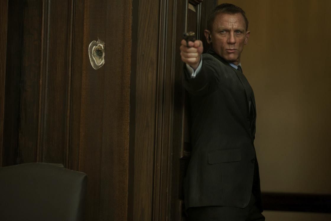 Bond lő és lőnek rá a Skyfallban
