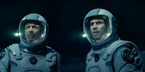 Jeff-Goldblum-and-Liam-Hemsworth-in-Independence-Day-Resurgence